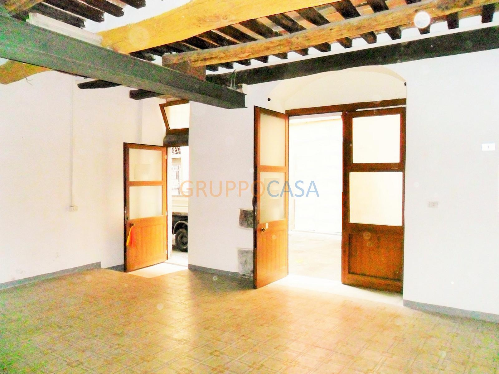 Negozio / Locale in affitto a Pescia, 9999 locali, zona Località: Centro, prezzo € 250 | Cambio Casa.it