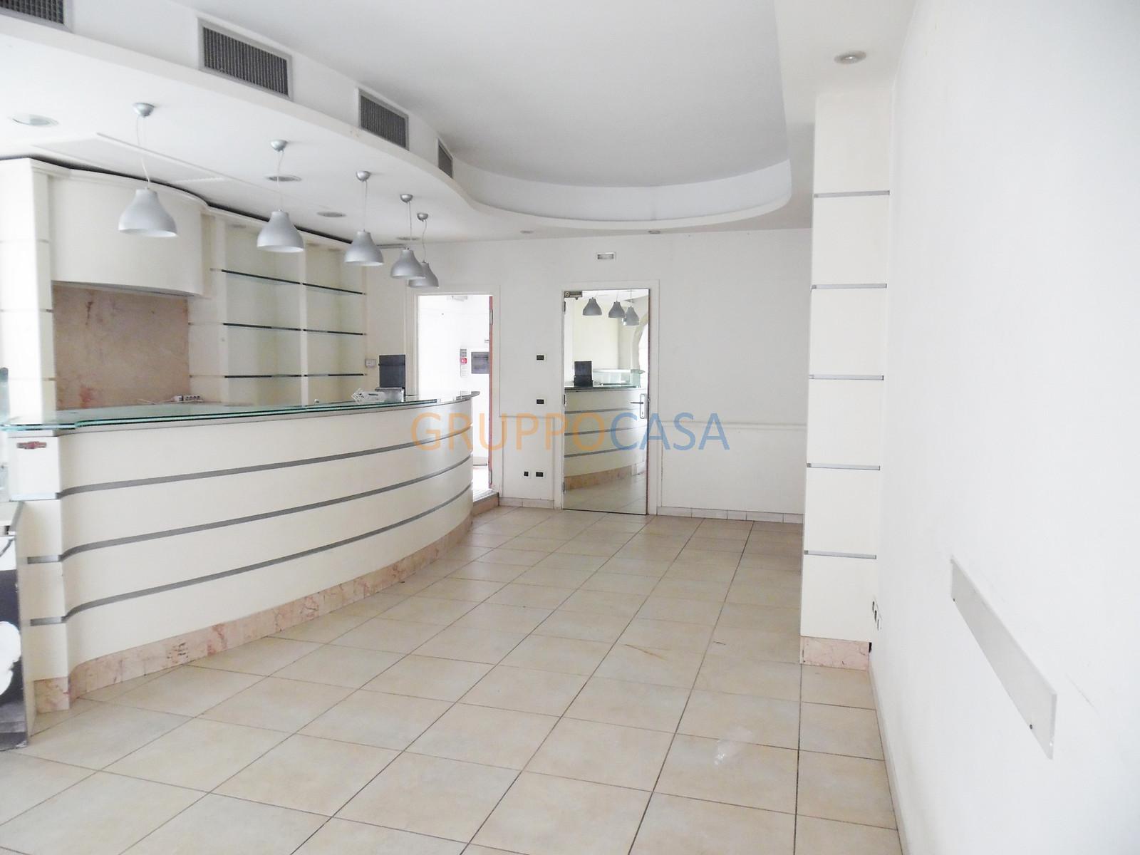 Negozio / Locale in affitto a Altopascio, 9999 locali, zona Località: Centro, prezzo € 700 | Cambio Casa.it