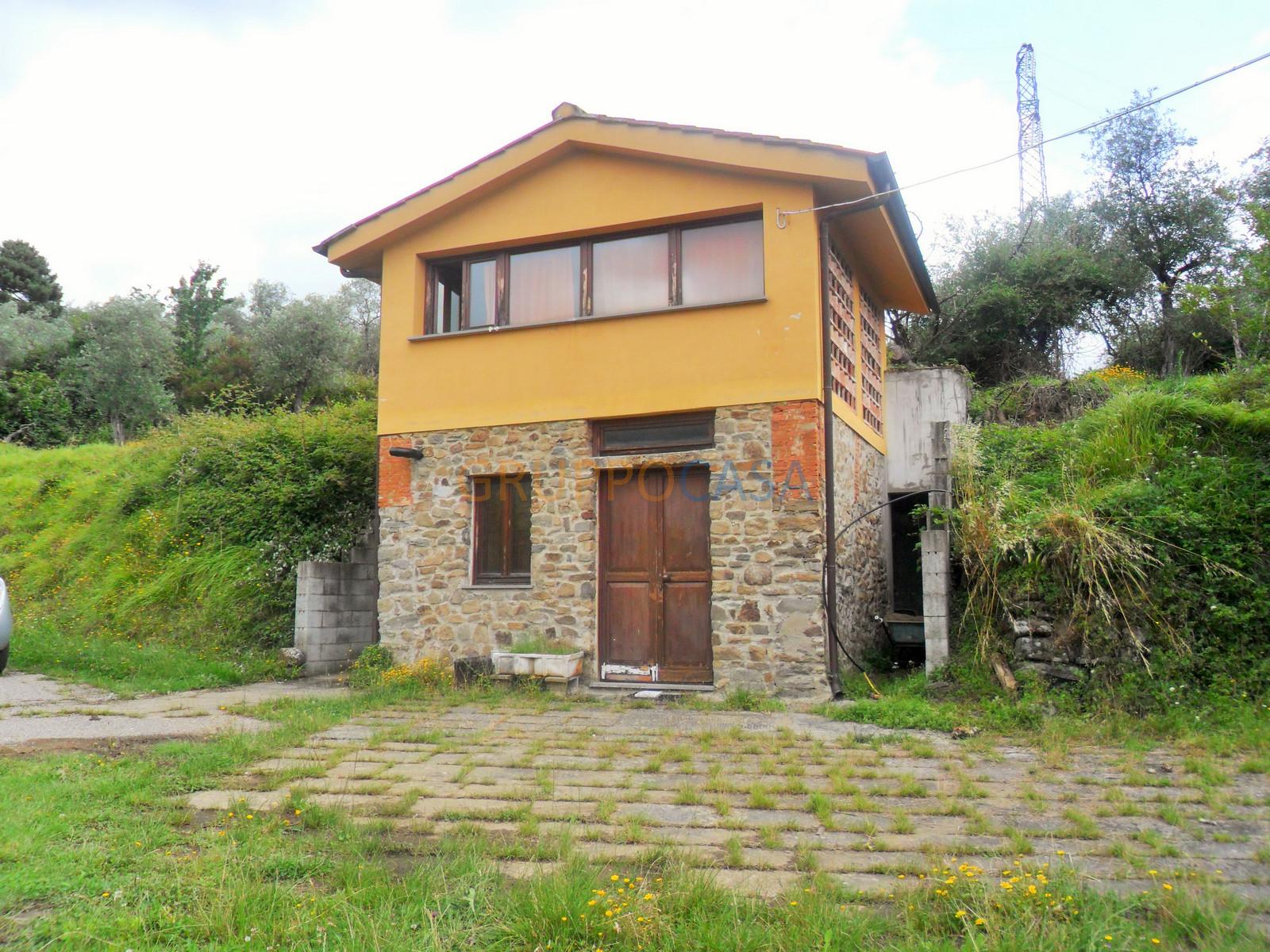 Soluzione Indipendente in vendita a Pescia, 7 locali, zona Località: Periferia, prezzo € 350.000   Cambio Casa.it