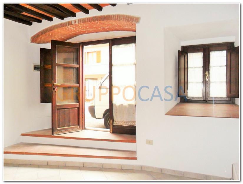 Appartamento in affitto a Pescia, 2 locali, zona Località: Centro, prezzo € 250 | Cambio Casa.it