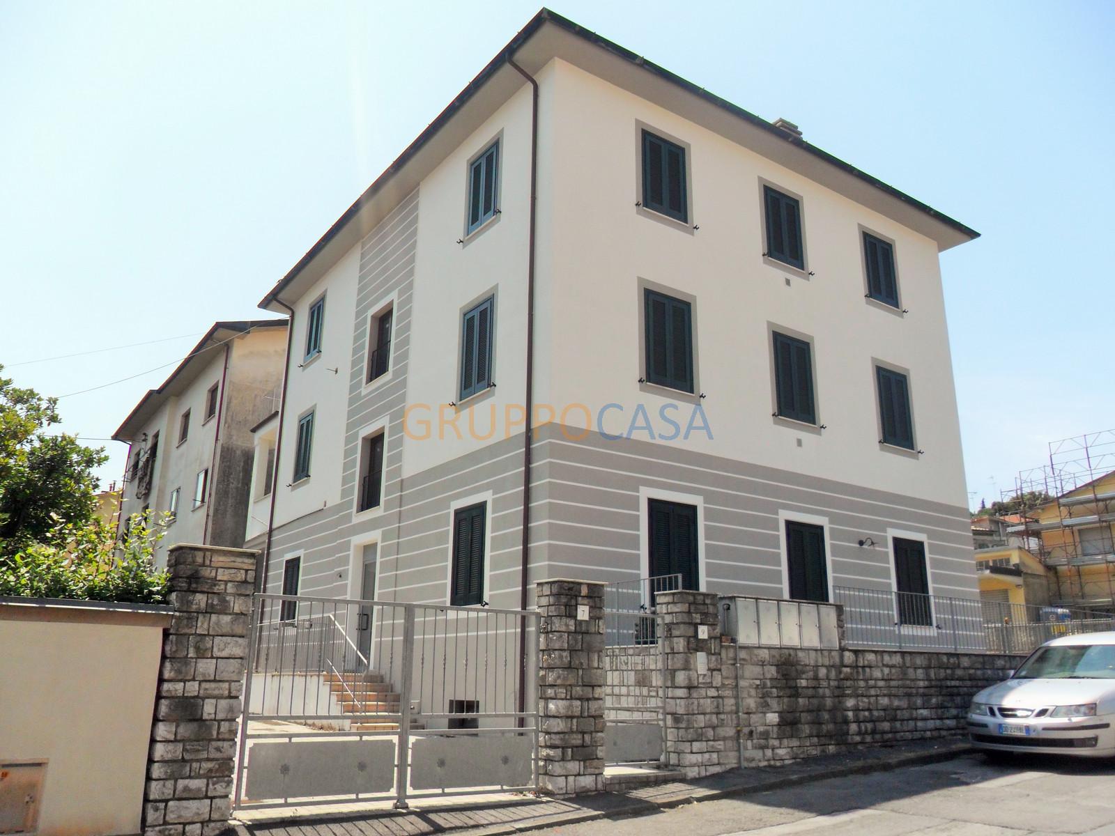 Palazzo / Stabile in vendita a Pescia, 12 locali, zona Località: Centro, prezzo € 530.000 | Cambio Casa.it