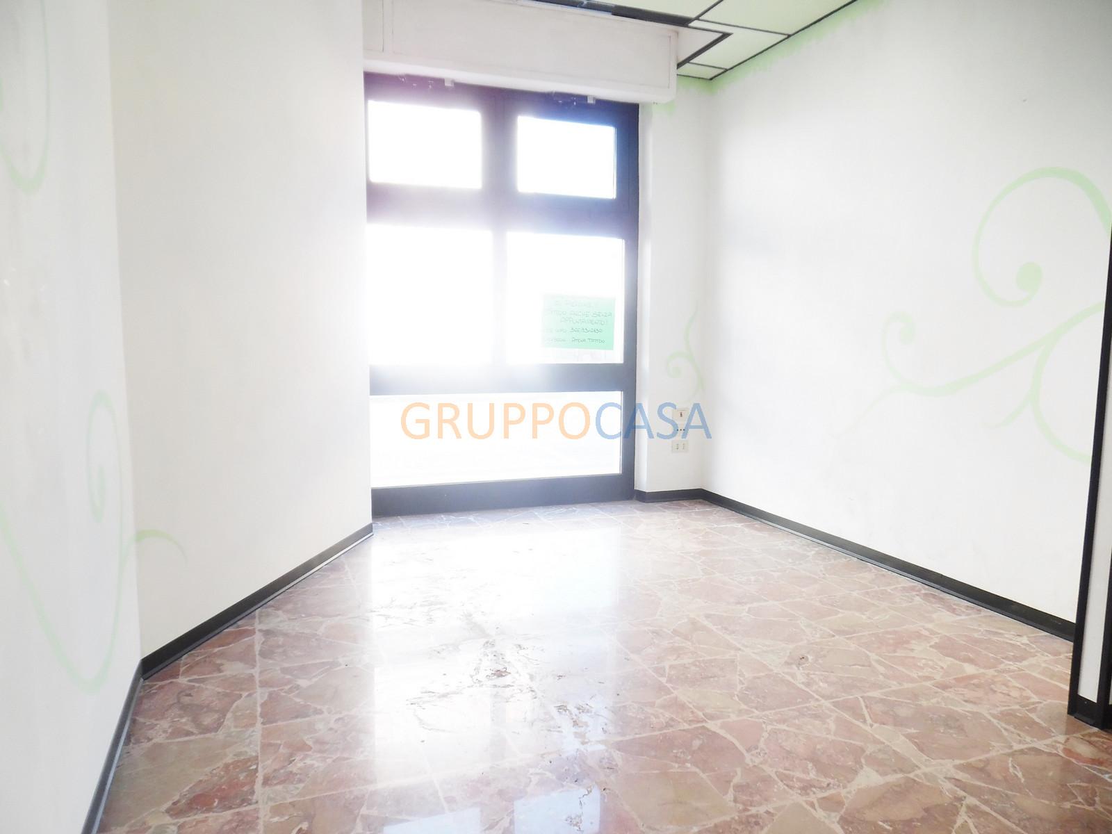Negozio / Locale in affitto a Chiesina Uzzanese, 9999 locali, zona Località: Centro, prezzo € 400 | Cambio Casa.it