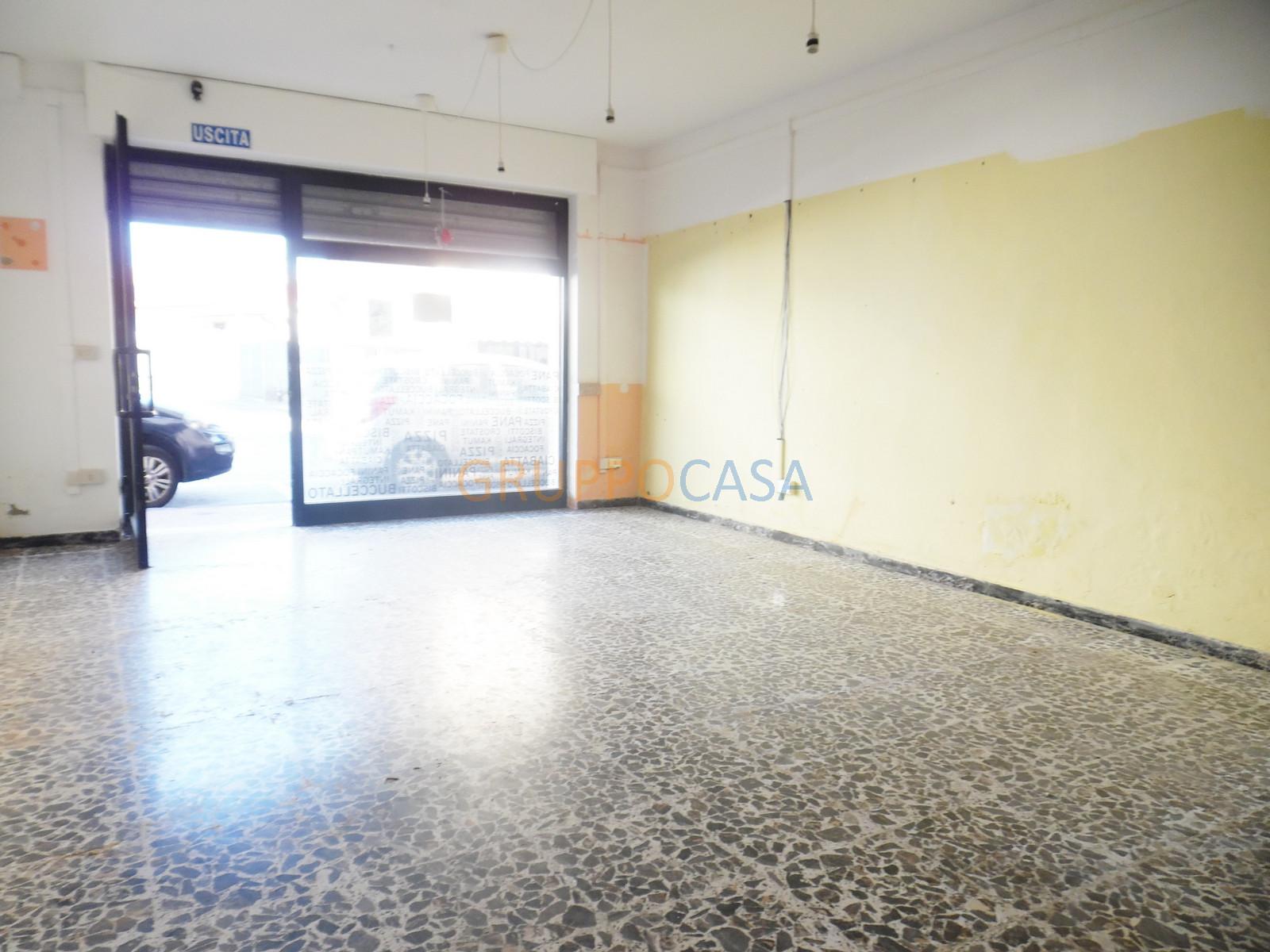 Negozio / Locale in affitto a Chiesina Uzzanese, 9999 locali, zona Località: Centro, prezzo € 450 | Cambio Casa.it
