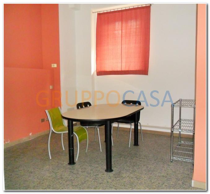 Negozio / Locale in affitto a Pescia, 9999 locali, zona Località: Centro, prezzo € 550 | Cambio Casa.it