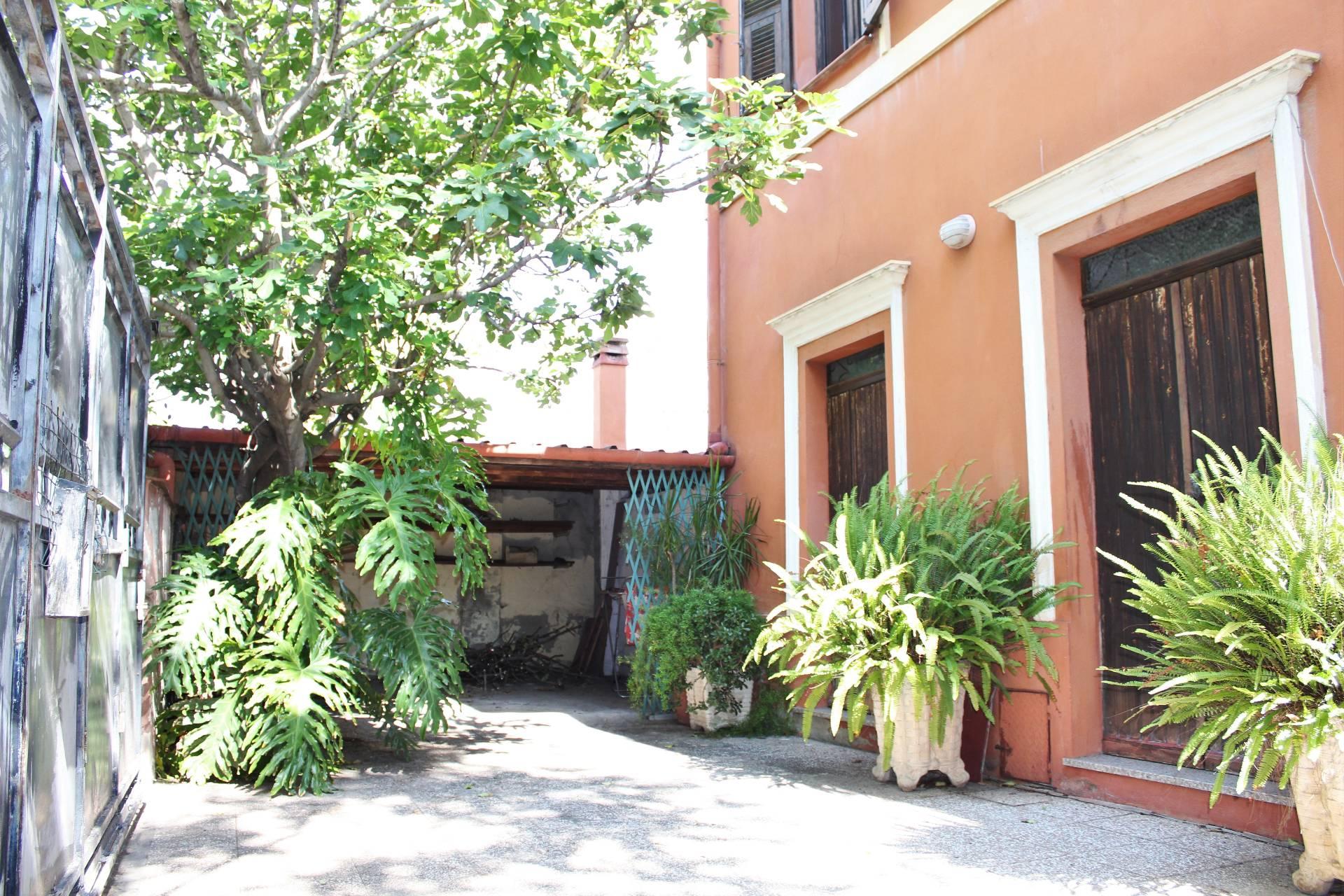 Villa in vendita a Cagliari, 11 locali, zona Zona: Fonsarda, prezzo € 1.200.000 | Cambio Casa.it
