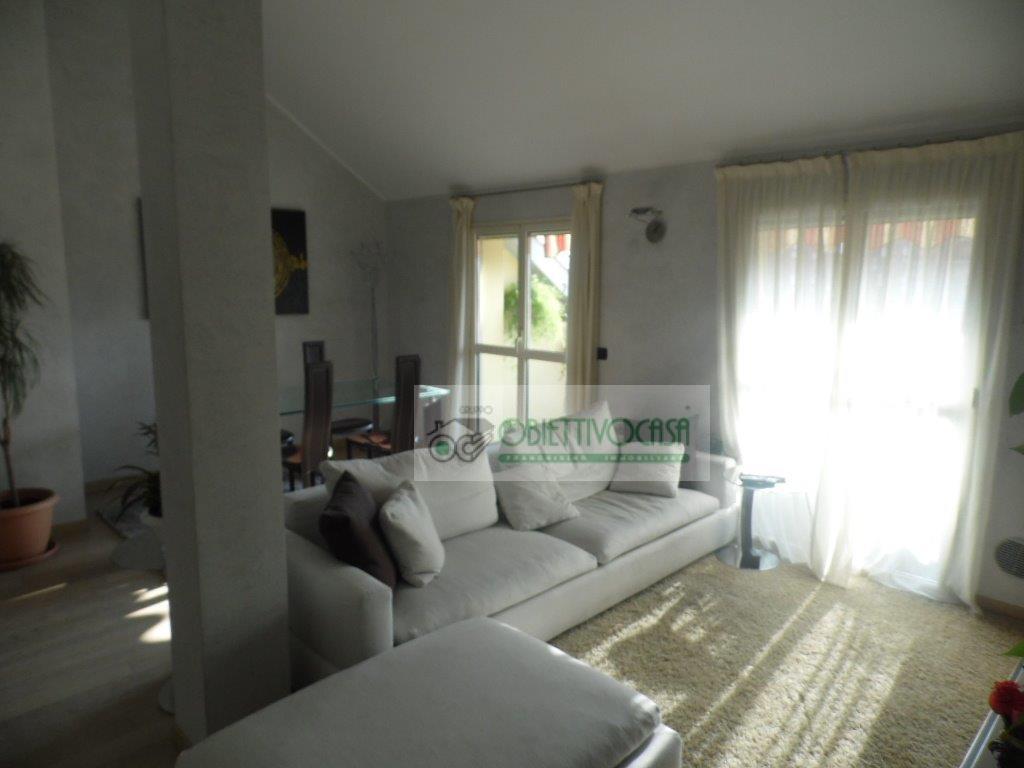 Attico / Mansarda in vendita a Trezzano sul Naviglio, 3 locali, zona Località: Marchesina, prezzo € 290.000 | CambioCasa.it