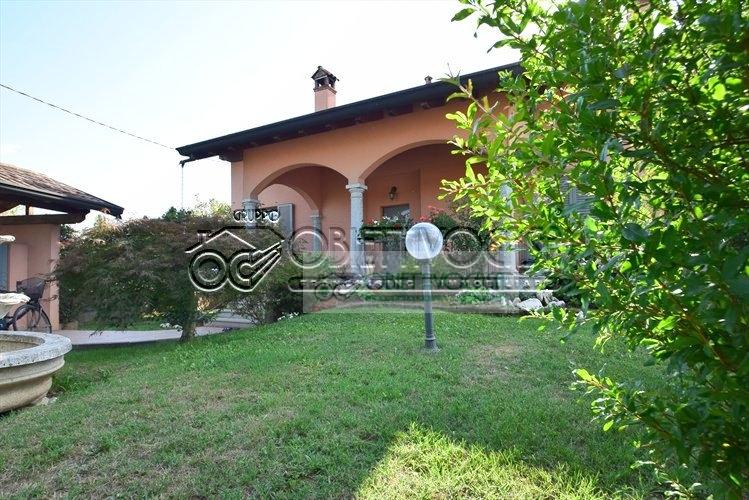 Villa in vendita a Cuggiono, 7 locali, prezzo € 890.000   CambioCasa.it