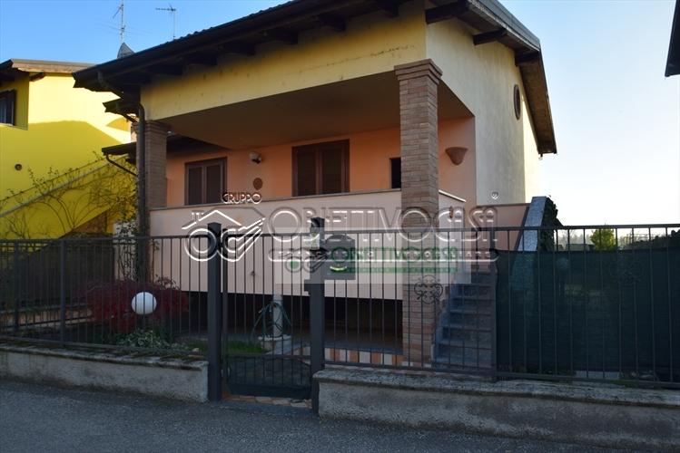 Villa in vendita a Cilavegna, 4 locali, prezzo € 210.000 | CambioCasa.it