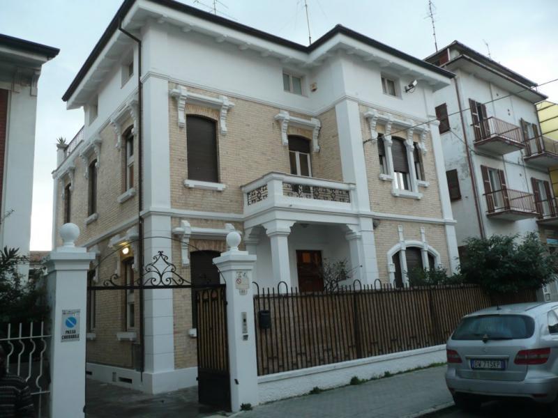 Villa vendita SAN BENEDETTO DEL TRONTO (AP) - 7 LOCALI - 350 MQ