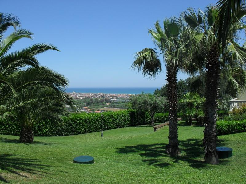 Villa in vendita a Martinsicuro, 9 locali, Trattative riservate | Cambio Casa.it