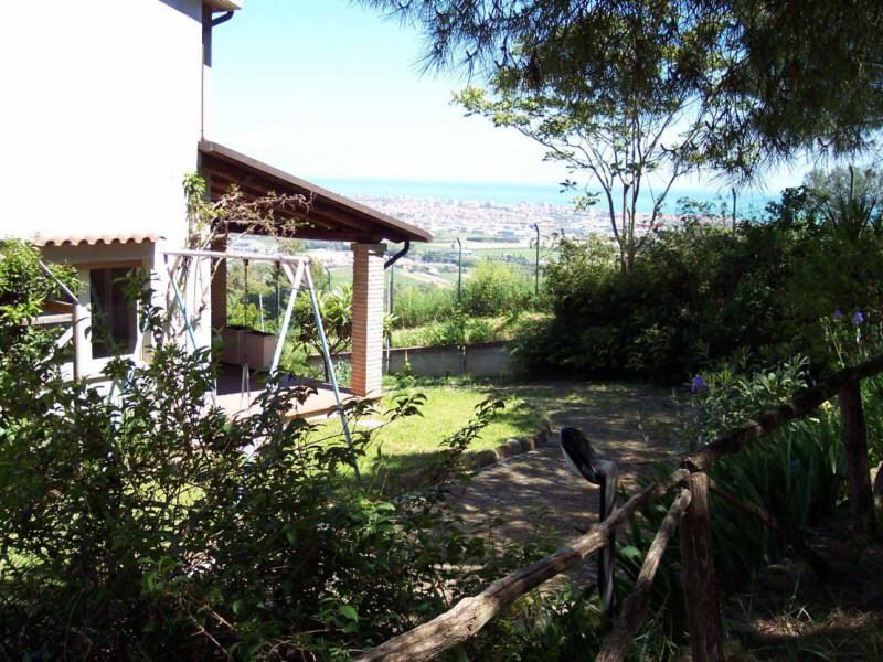 Villa in vendita a Colonnella, 8 locali, Trattative riservate | Cambio Casa.it
