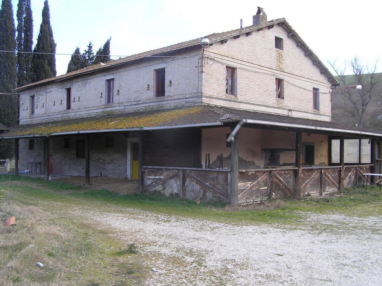 Albergo in vendita a Montefiore dell'Aso, 9999 locali, Trattative riservate | CambioCasa.it