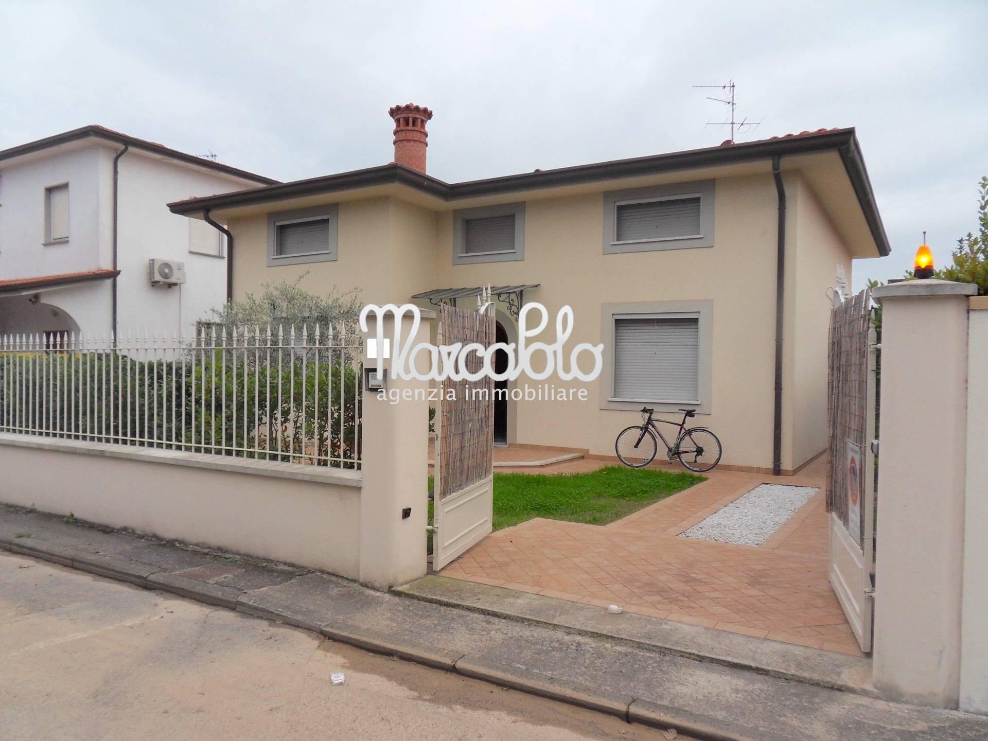 Villa in affitto a Camaiore, 7 locali, zona Località: LidodiCamaiore, Trattative riservate | Cambio Casa.it