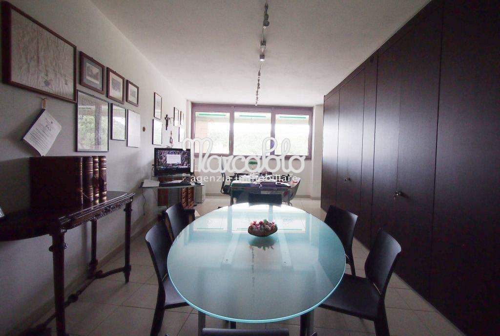 Negozio / Locale in vendita a Camaiore, 9999 locali, zona Località: LidodiCamaiore, Trattative riservate | Cambio Casa.it