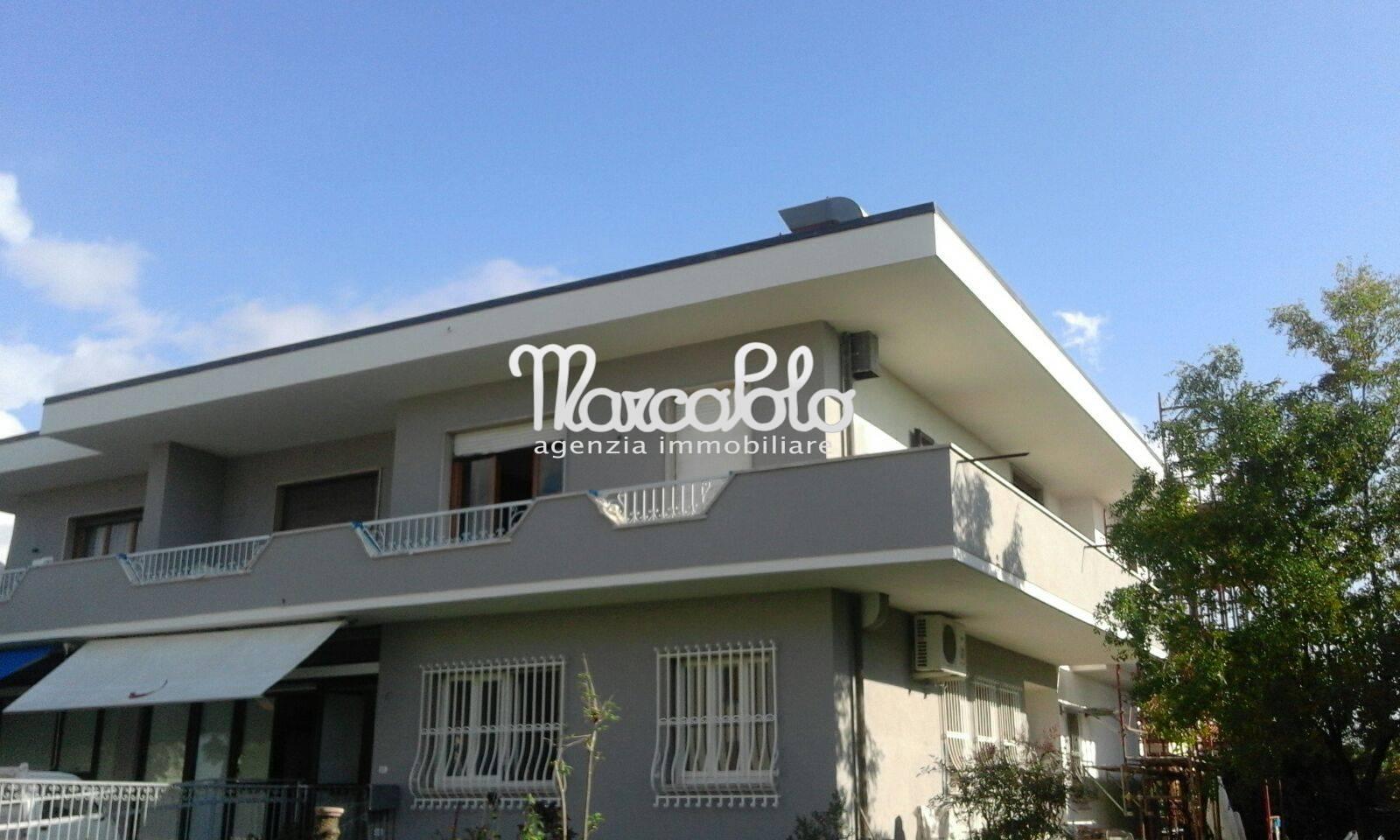 Appartamento in vendita a Seravezza, 4 locali, zona Zona: Querceta, prezzo € 310.000 | Cambio Casa.it