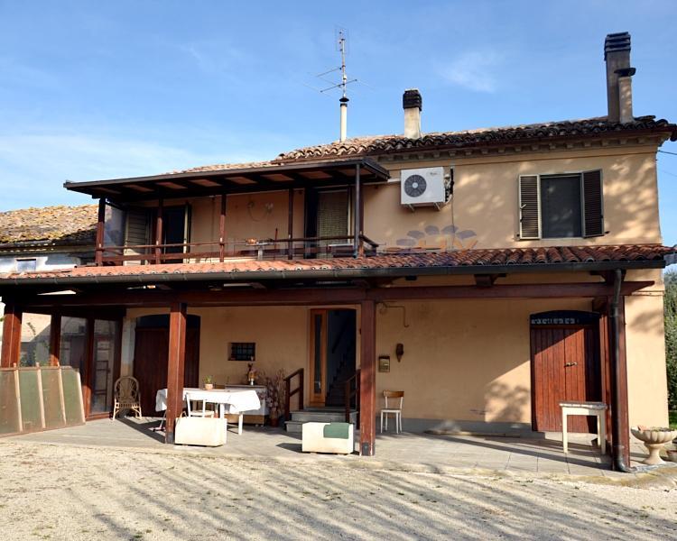 Soluzione Indipendente in affitto a Mondavio, 6 locali, prezzo € 450 | Cambio Casa.it