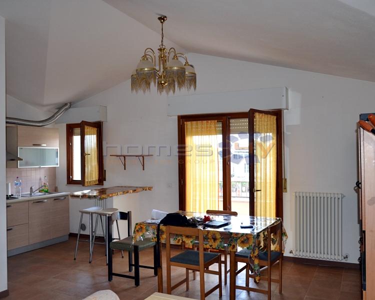 Appartamento in affitto a Serrungarina, 5 locali, zona Zona: Tavernelle, prezzo € 400 | Cambio Casa.it