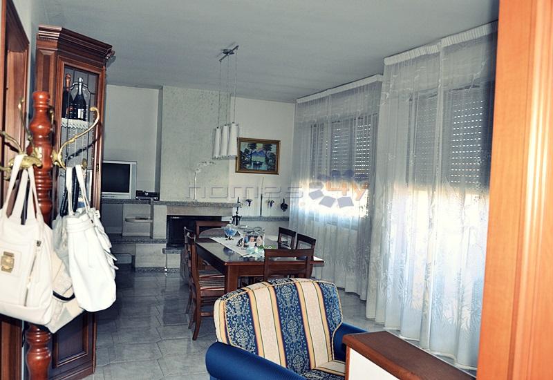 Appartamento in vendita a Saltara, 6 locali, zona Zona: Calcinelli, prezzo € 250.000 | Cambio Casa.it