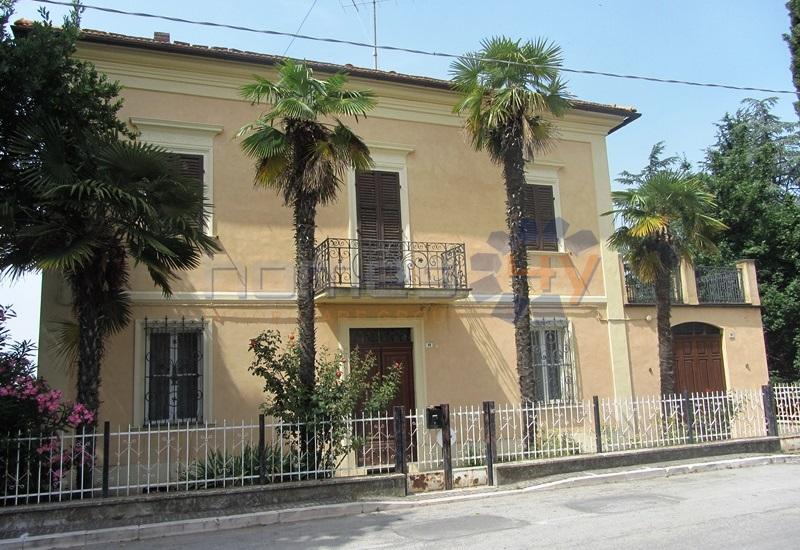 Villa in vendita a San Giorgio di Pesaro, 13 locali, prezzo € 399.000 | Cambio Casa.it