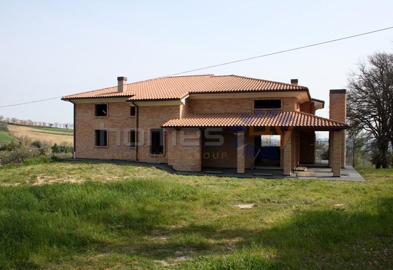 Villa in vendita a Fratte Rosa, 10 locali, prezzo € 350.000 | Cambio Casa.it