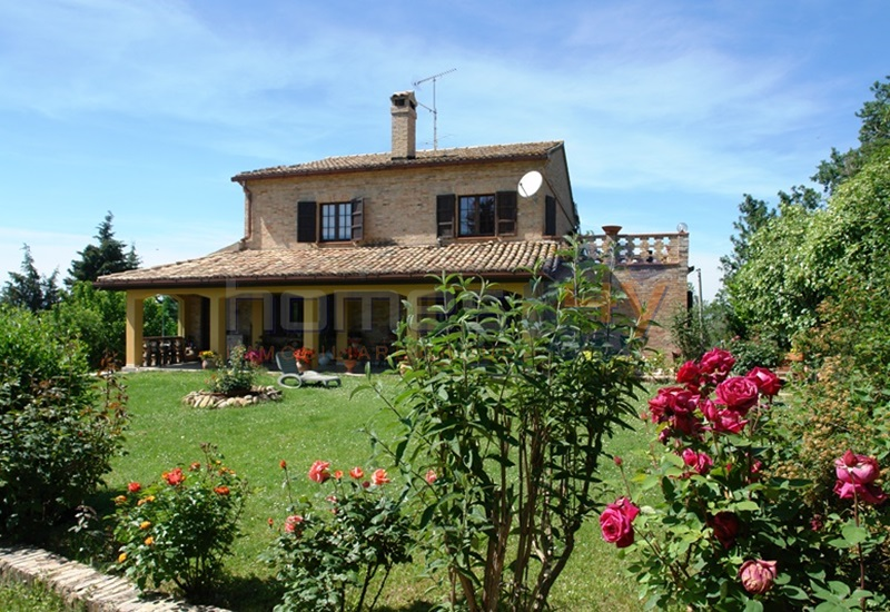 Villa in vendita a Mondavio, 7 locali, prezzo € 600.000 | Cambio Casa.it
