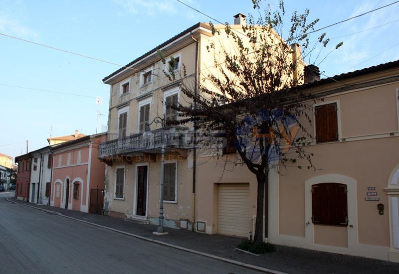 Villa a Schiera in vendita a San Giorgio di Pesaro, 12 locali, prezzo € 199.000 | Cambio Casa.it