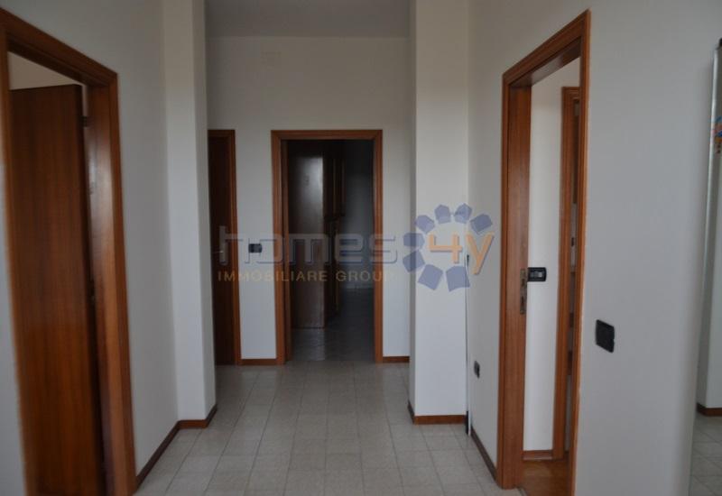 Appartamento in affitto a Fano, 3 locali, zona Località: Bellocchi, prezzo € 500 | Cambio Casa.it