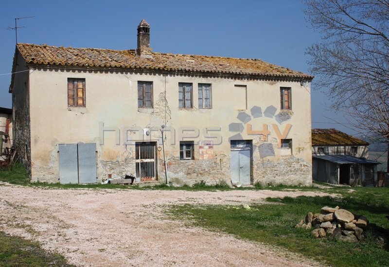Soluzione Indipendente in vendita a Fratte Rosa, 7 locali, zona Località: TorreSanMarco, prezzo € 190.000 | Cambio Casa.it