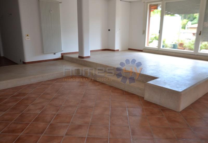 Appartamento in affitto a Pesaro, 5 locali, zona Zona: Montegranaro, prezzo € 1.200 | Cambio Casa.it