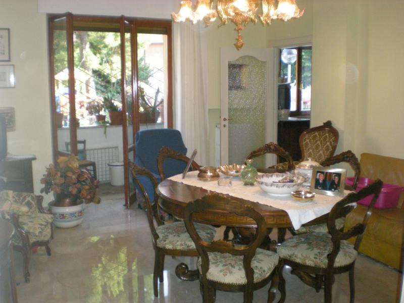 Appartamento in vendita a Ascoli Piceno, 5 locali, zona Località: CampoParignano, Trattative riservate | CambioCasa.it