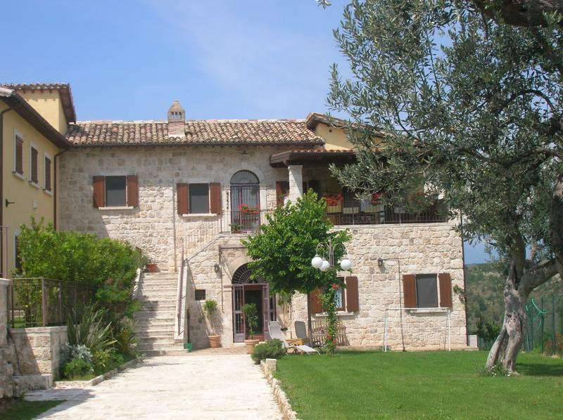 Villa in vendita a Ascoli Piceno, 11 locali, zona Zona: Palombare, prezzo € 700.000 | CambioCasa.it