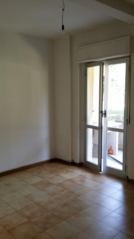 Appartamento in vendita a Ascoli Piceno, 4 locali, zona Zona: Monticelli, prezzo € 65.000 | Cambio Casa.it