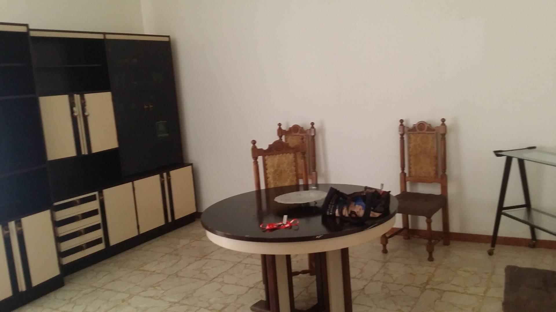 Appartamento in vendita a Ascoli Piceno, 5 locali, zona Località: CampoParignano, prezzo € 100.000 | Cambio Casa.it