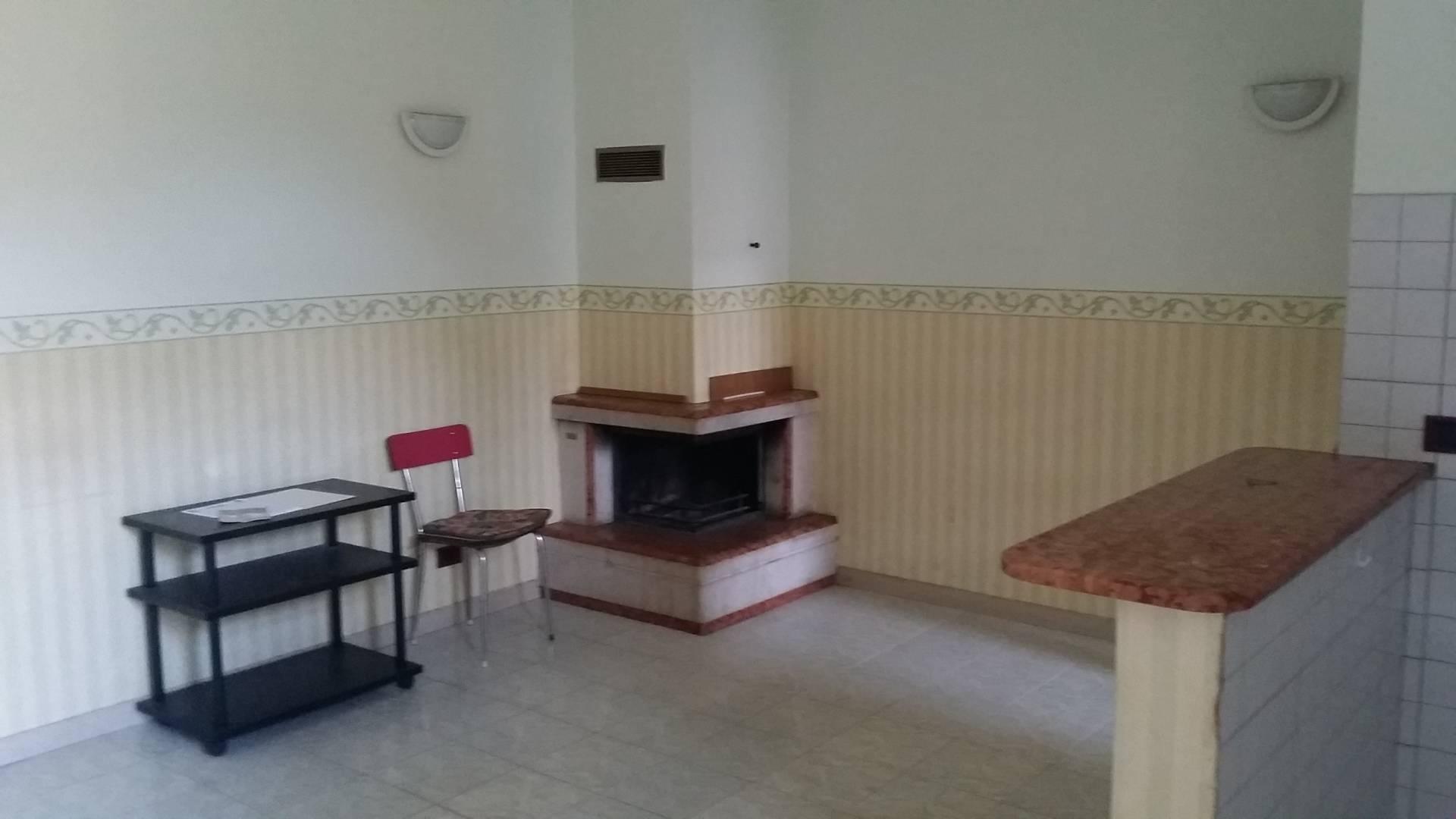 Appartamento in vendita a Ascoli Piceno, 4 locali, zona Località: PortaMaggiore, prezzo € 98.000 | CambioCasa.it