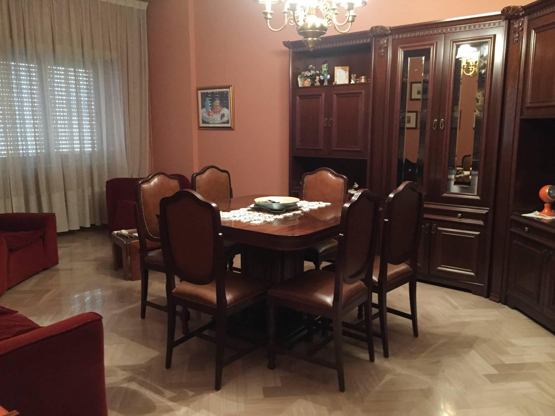 Appartamento in vendita a Ascoli Piceno, 7 locali, zona Località: CampoParignano, prezzo € 199.000 | CambioCasa.it