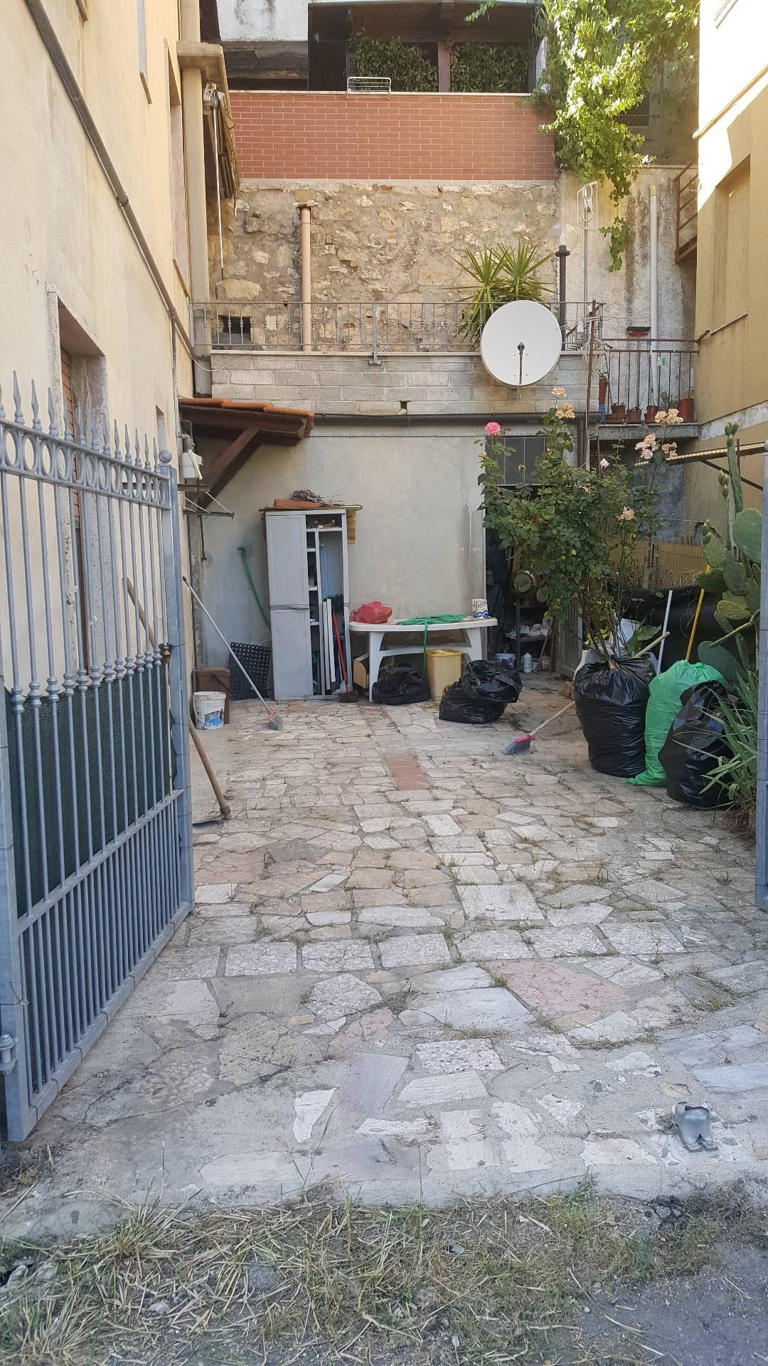 Appartamento in vendita a Ascoli Piceno, 4 locali, zona Località: CampoParignano, prezzo € 75.000 | CambioCasa.it