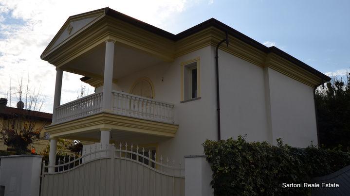 Villa in vendita a Forte dei Marmi, 5 locali, zona Località: CentroPonente, Trattative riservate | Cambio Casa.it