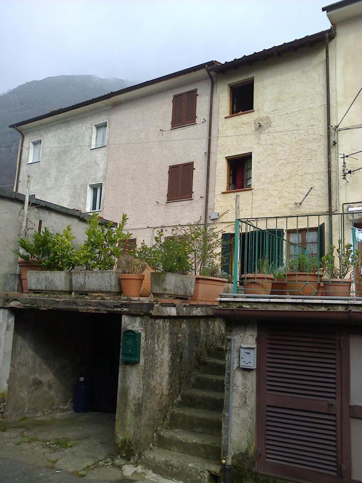 Villa a Schiera in Vendita a Seravezza