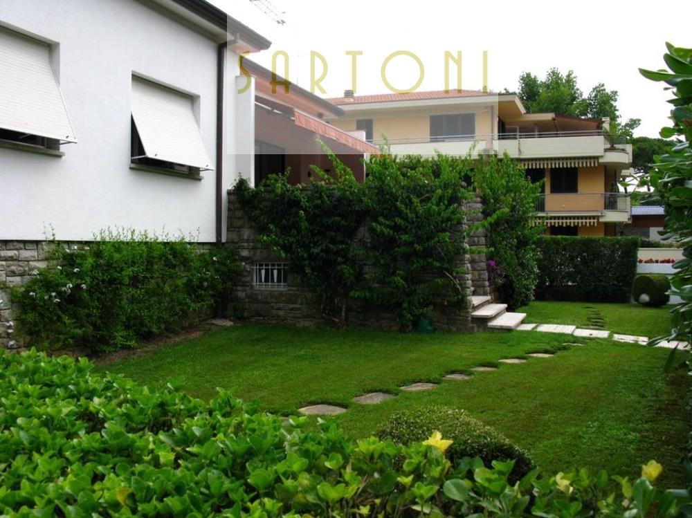 Villa in Affitto a Viareggio