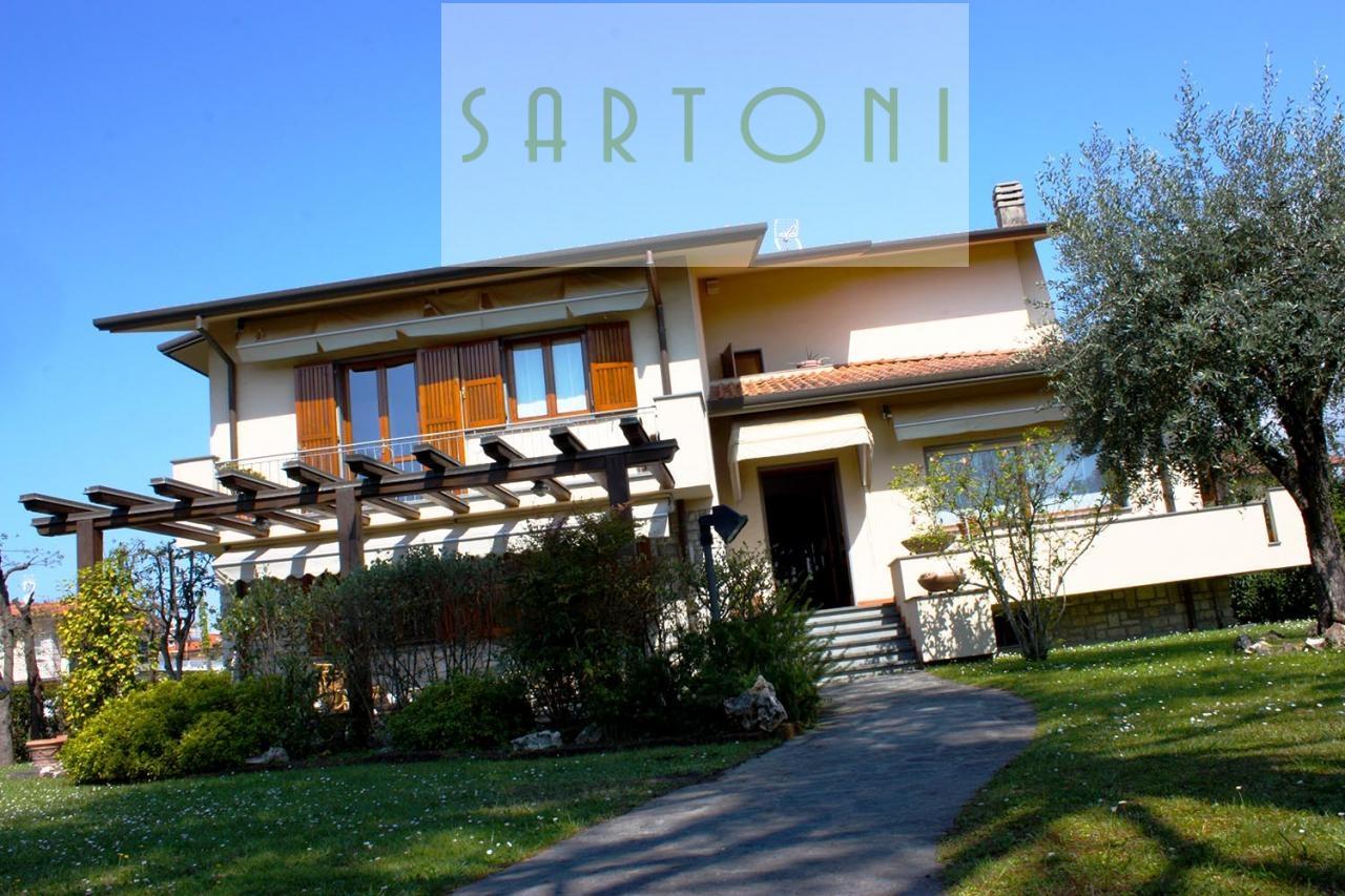 Villa in vendita a Forte dei Marmi, 10 locali, zona Località: CentroPonente, prezzo € 1.482.000 | Cambio Casa.it
