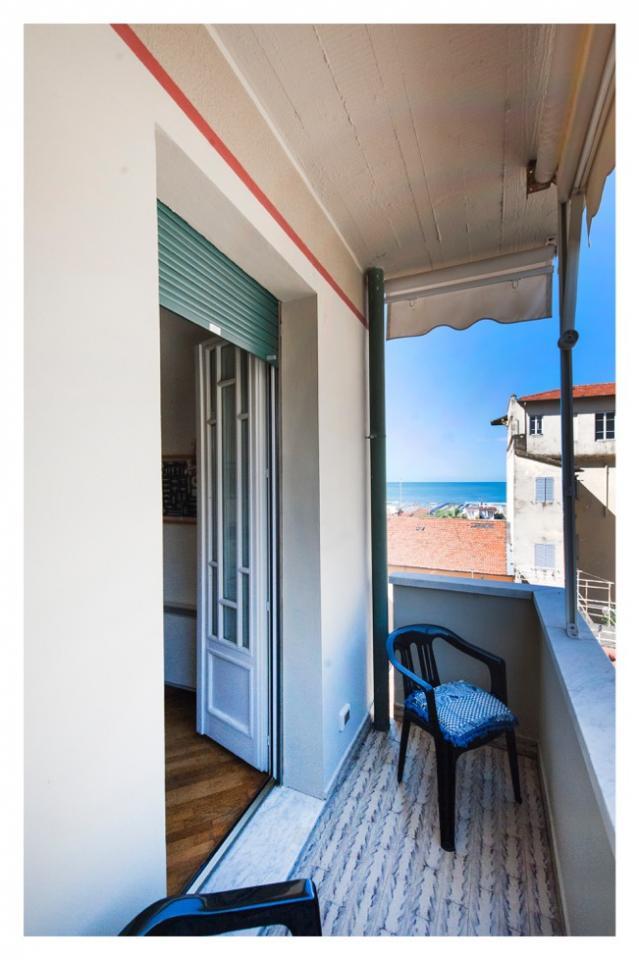 Appartamento in vendita a Viareggio, 3 locali, prezzo € 280.000 | Cambio Casa.it