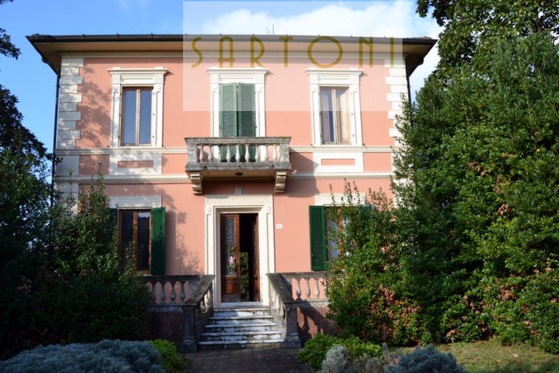 Villa in vendita a Camaiore, 10 locali, zona Località: Camaiore, Trattative riservate | Cambio Casa.it