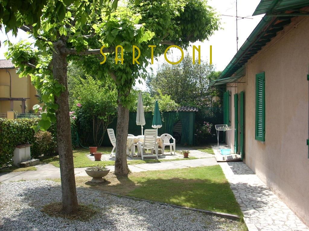 Soluzione Indipendente in vendita a Pietrasanta, 6 locali, zona Località: MarinadiPietrasanta, Trattative riservate | Cambio Casa.it
