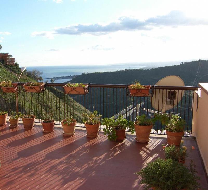 Appartamento in Vendita a Taormina: 3 locali, 85 mq