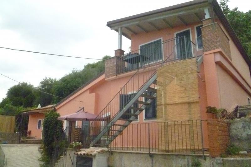 Casa indipendente in Vendita a Taormina: 5 locali, 200 mq