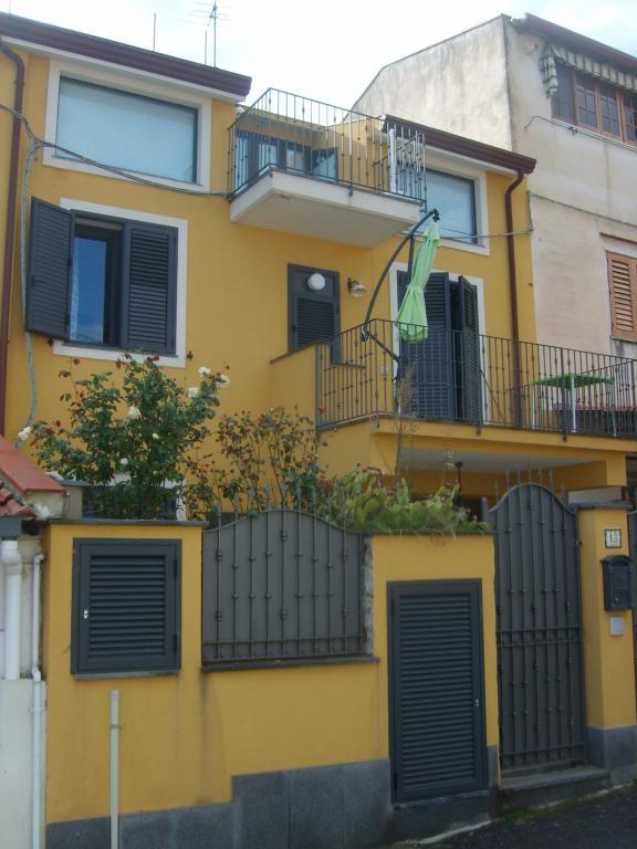 Casa indipendente in Vendita a Taormina: 5 locali, 120 mq