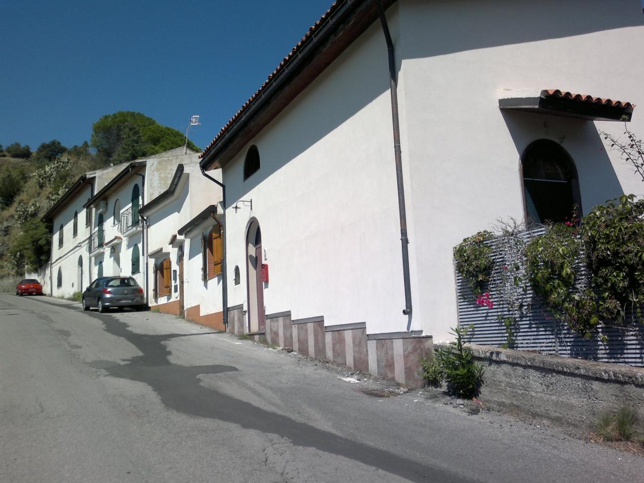 Villa in Vendita a Savoca: 5 locali, 150 mq