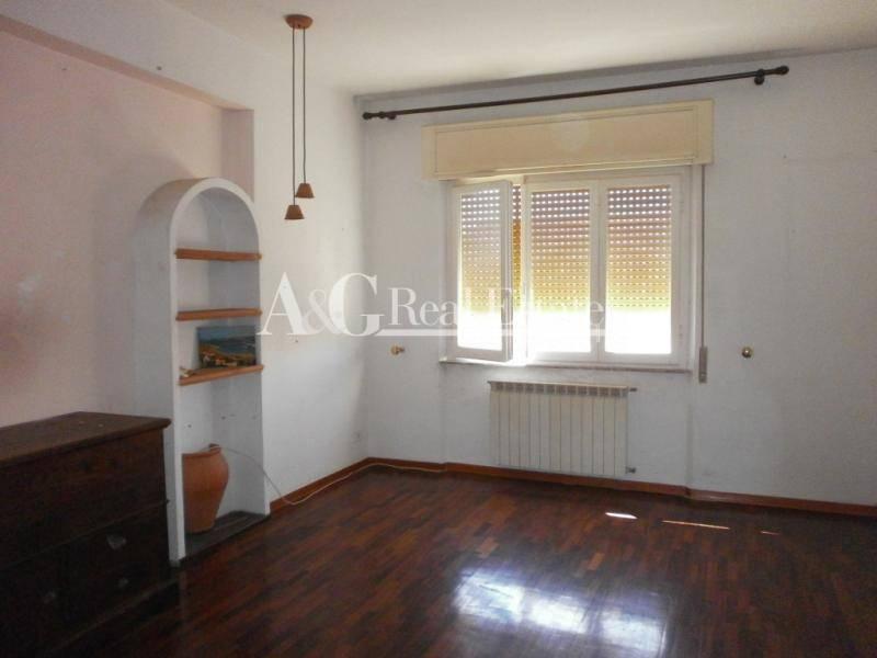 Appartamento in affitto a Grosseto, 5 locali, zona Località: NonToccare, prezzo € 700 | Cambiocasa.it