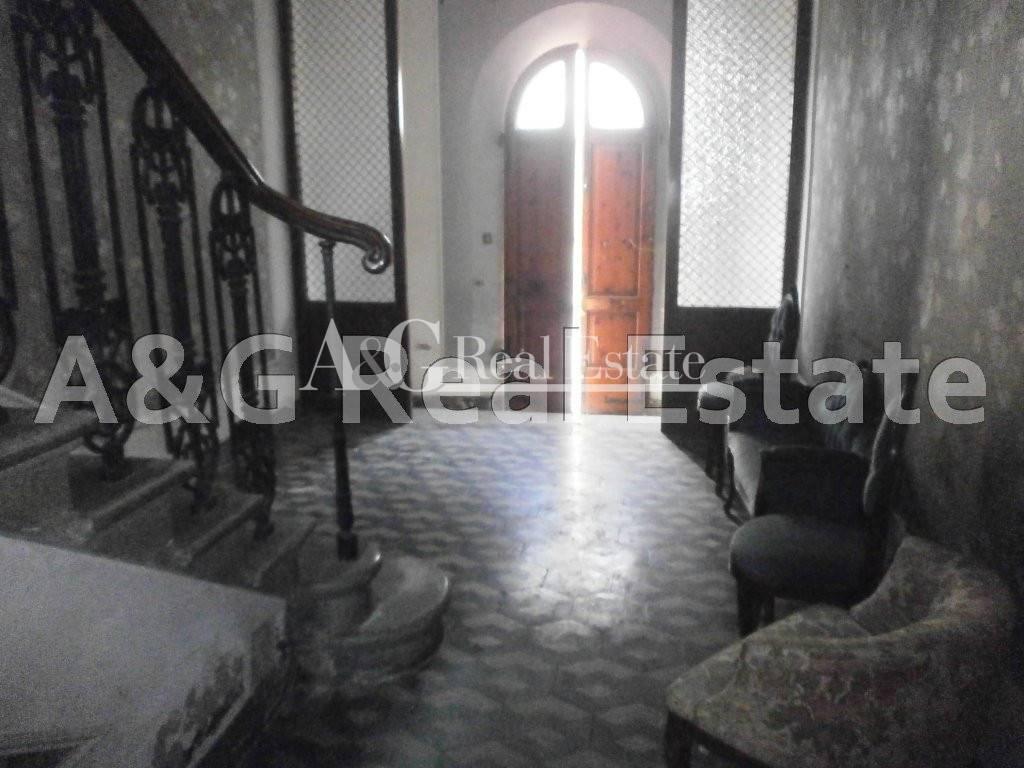 Palazzo / Stabile in vendita a Follonica, 10 locali, prezzo € 1.000.000 | CambioCasa.it