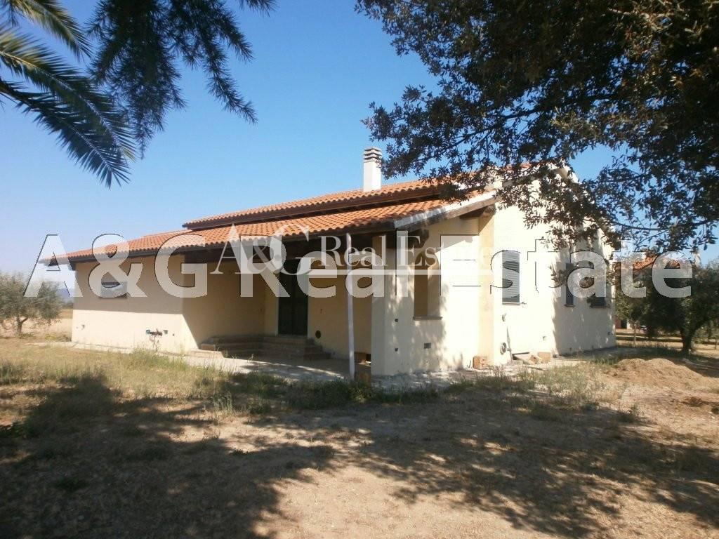 Villa in vendita a Grosseto, 8 locali, zona Località: Commendone, prezzo € 450.000   CambioCasa.it
